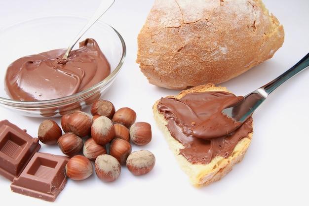 Pain à la crème de noisettes et chocolat