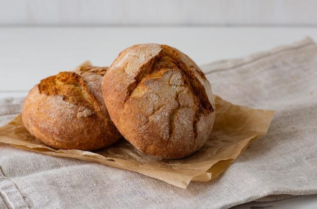 Pain fraîchement cuit boulangerie fraîche. alimentation saine.