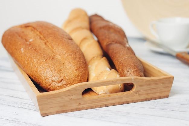 Pain frais, différents types de pain