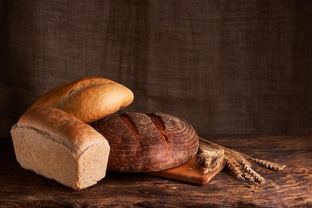 Pain frais fait maison. croustillant. pain au levain. pain sans levain