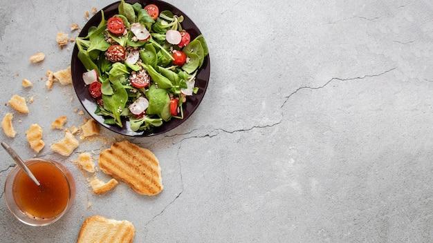 Pain grillé pour salade