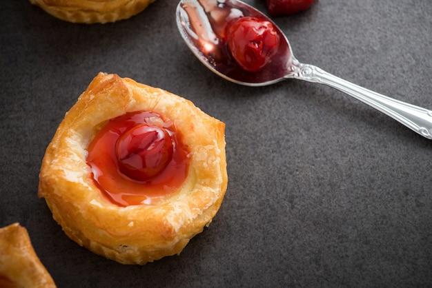 Pain pâtisserie danoise aux fruits rouges