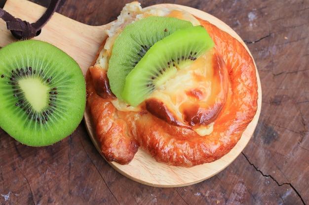 Pain tarte aux fruits kiwi