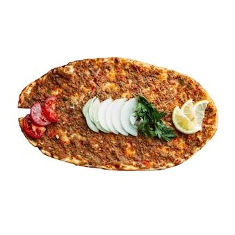 Pain turc isolé lahmajun avec de la viande hachée