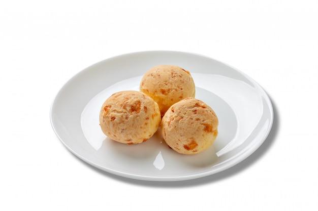 Pains au fromage mineur sur assiette,