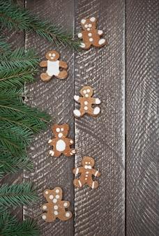 Pains d'épices sucrés en forme d'ours en peluche
