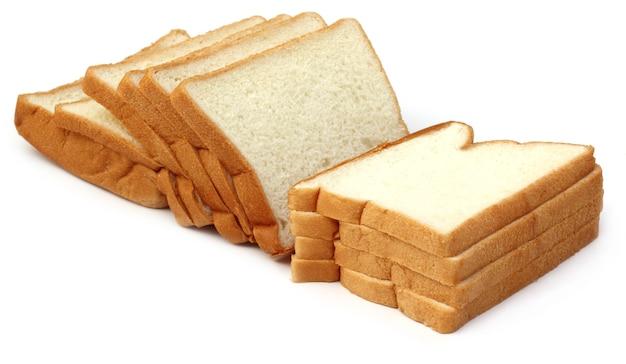 Les pains frais close up sur fond blanc