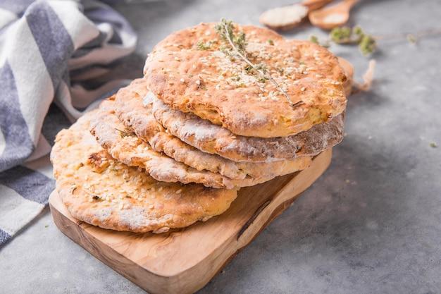 Les pains plats aux pommes de terre sont des finlandais mous traditionnels