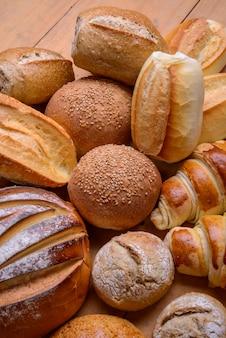 Pains types de pains brésiliens assortis produits de boulangerie