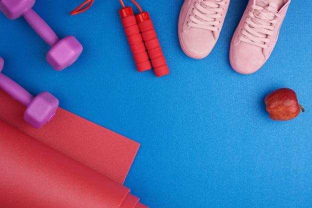 Paire de baskets d'entraînement roses à lacets, haltères en plastique violet