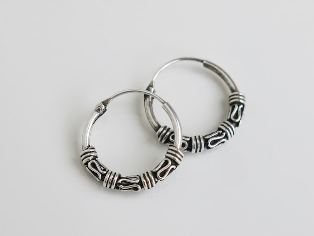 Paire de boucles d'oreilles en argent bali hoop noir bouclés oxydés de style rond