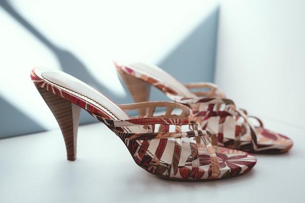 Paire de chaussures femme tendance