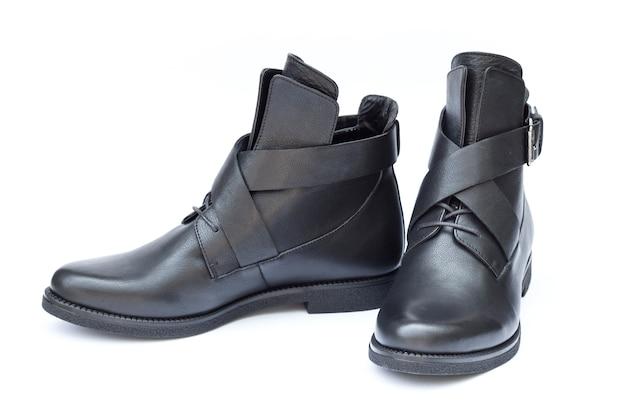 Paire de chaussures femmes noires isolées