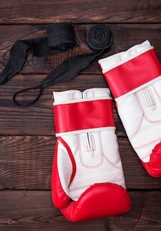 Paire de gants de boxe et bandage noir