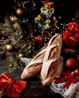 Une paire de miche de pain gris