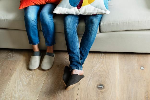 Paires de jambes avec plancher en bois