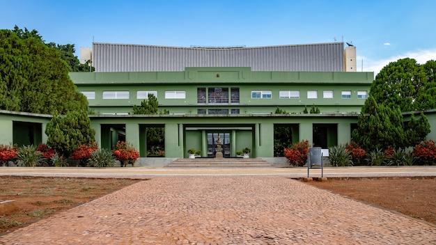 Le palais d'émeraude sur la plaza dr. pedro ludovico teixeira