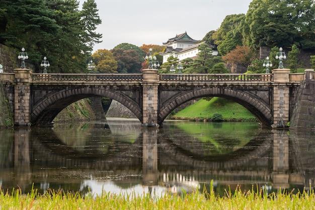 Le palais impérial de tokyo, japon. le palais impérial est l'endroit où vit l'empereur japonais de nos jours.