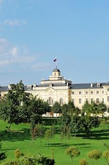 Palais konstantinovsky à strelna, saint-pétersbourg. la résidence du président de la russie