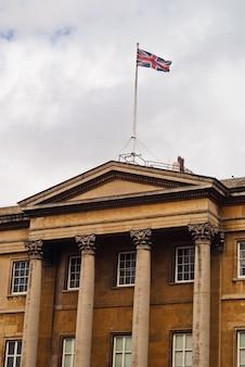 Palais de londres avec drapeau, westminster