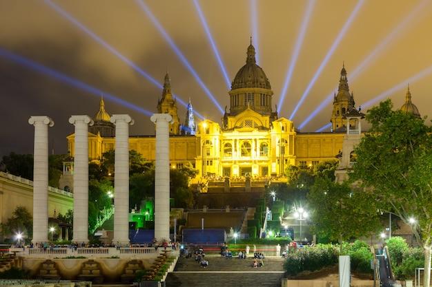 Palais national de montjuic en soirée