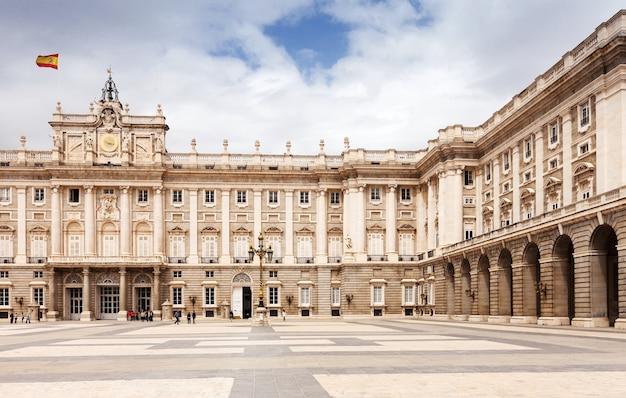 Palais royal de madrid, espagne