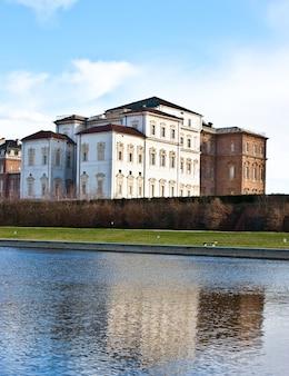 Palais royal de venaria reale (italie), vue depuis la piscine