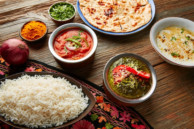 Palak panner et poulet tikka masala indien