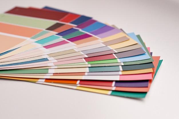 Palette de couleurs avec divers échantillons.