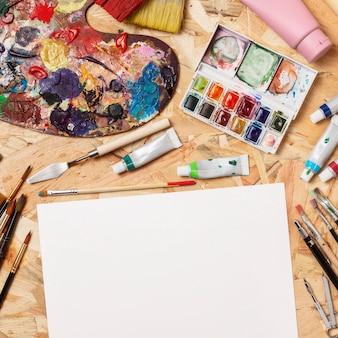 Palette de couleurs et espace copie bloc-notes créativité studio d'art