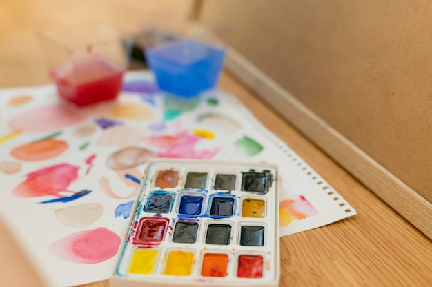 Palette de couleurs haute vue et peinture abstraite