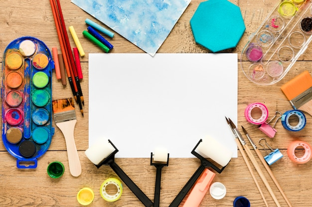Palette de couleurs et pinceaux