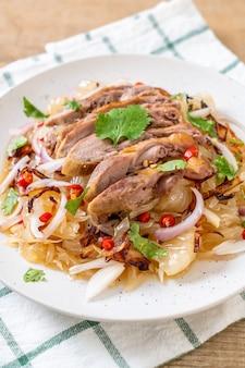 Pamelo salade épicée au canard rôti