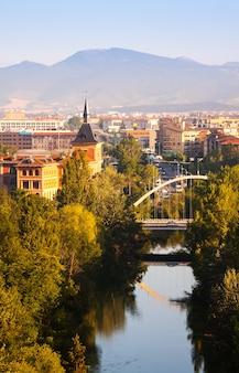 Pampelune avec pont sur la rivière arga