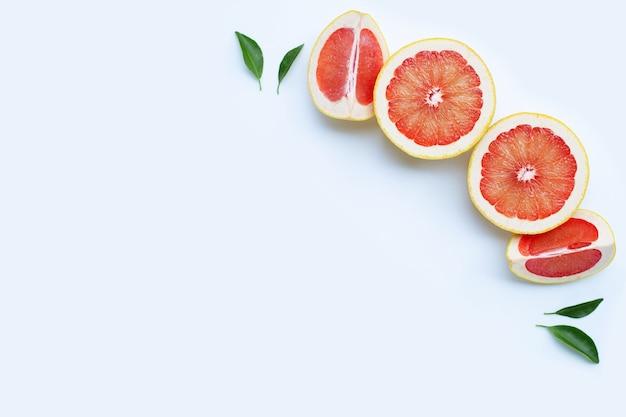 Pamplemousse juteux riche en vitamine c.