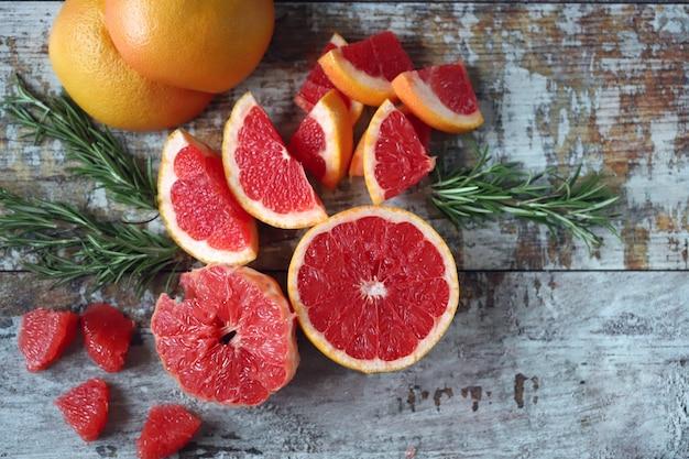 Pamplemousses juteux frais. pulpe de pamplemousse. concept de vitamine c.