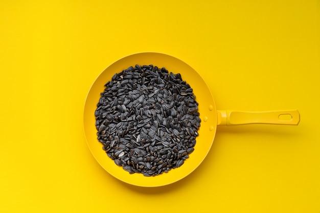 Pan coloré avec des graines
