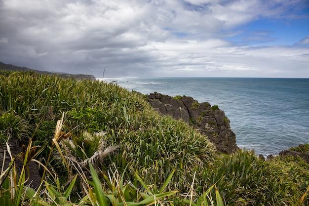 Pancake rocks près de punakaiki en nouvelle-zélande