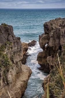Pancake Rocks Près De Punakaiki En Nouvelle-zélande Photo Premium