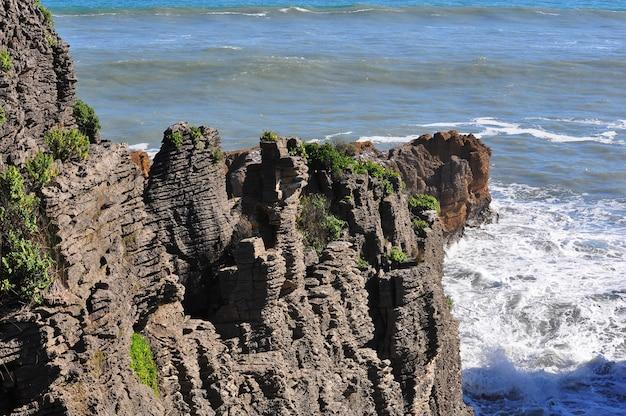 Pancake rocks à punakaiki paysage, côte ouest, île du sud, nouvelle-zélande