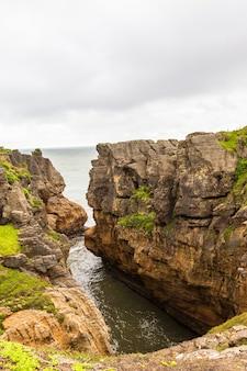 Pancake rocks vue sur la mer de tasman ile sud nouvelle zelande