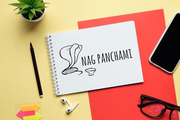 Panchami de nag de vacances dessiné sur un cahier.