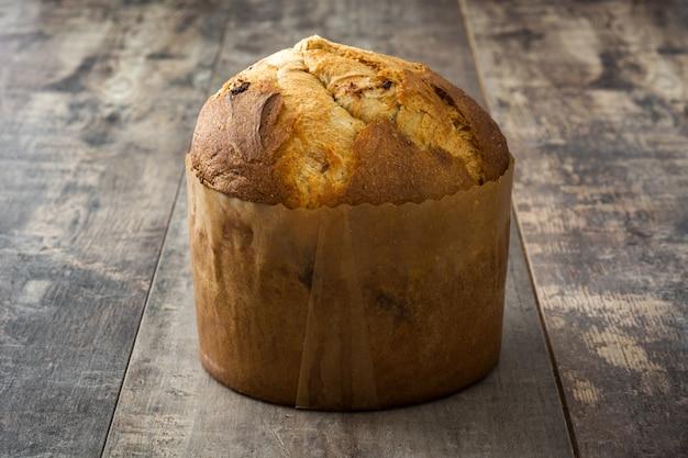 Panettone de gâteau de noël sur bois