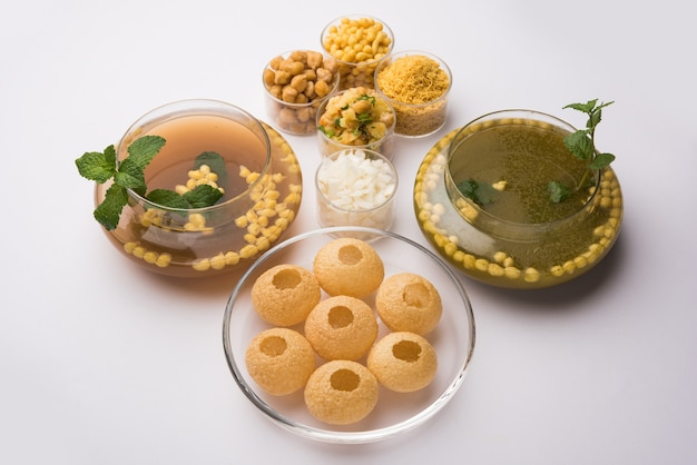 Pani puri or golgappa est un menu de discussion indien populaire, mise au point sélective