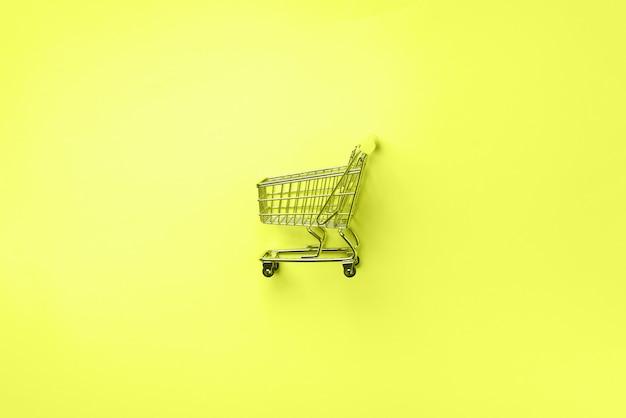 Panier d'achat sur jaune fluo