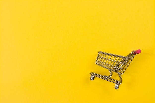Panier d'achat rapide sur jaune