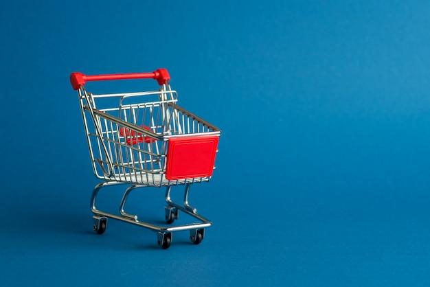 Le panier vide ou le panier d'achat pour les achats sur bleu