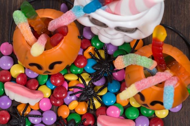 Paniers et bonbons tricés ou traités