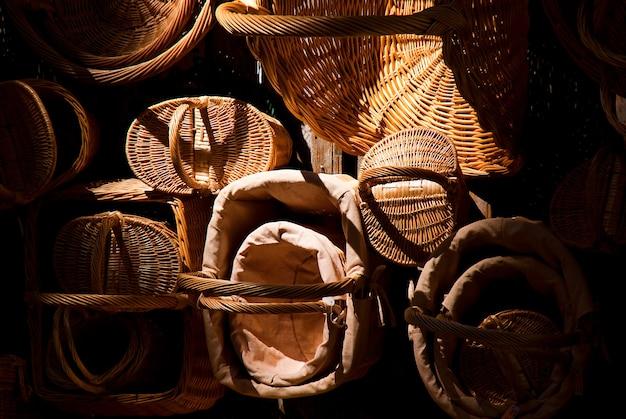 Paniers en osier à vendre dans un marché