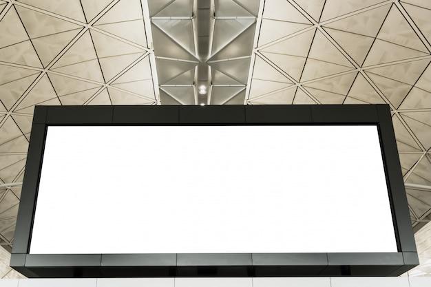 Panneau d'affichage à écran led blanc à l'aéroport ou au centre commercial